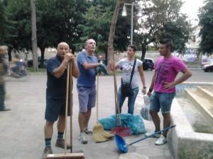 il gruppo martano pulita interviene sulla villa comunale