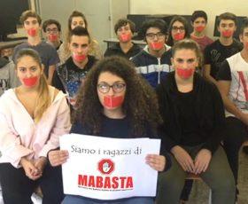 Bullismo: gli studenti incontrano i ragazzi di Mabasta