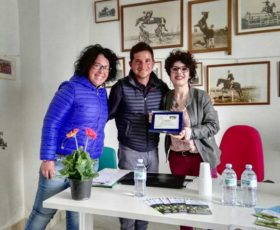 Convegno 'Sclerosi multipla e Ippoterapia': premio a Maria De Giovanni