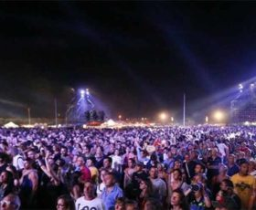 """Notte della Taranta di Melpignano, 150mila presenti. Questura e Asl: """"piano soccorsi efficace, garantita la sicurezza"""""""