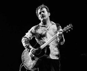 Peppe Voltarelli in concerto alla Notte Verde di Castiglione d'Otranto