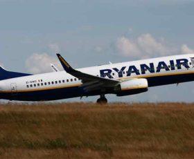 Sciopero trasporti aerei: decine di voli cancellati a Brindisi e Bari