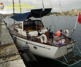 Un veliero con 72 migranti intercettato a Otranto. Arrestati due scafisti