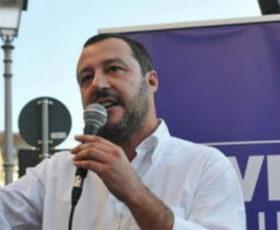 Lecce, contestazioni a Salvini: i vertici del partito denunciano aggressione a minorenne