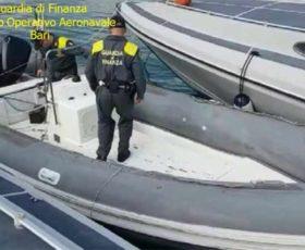 Bloccato gommone al largo di Otranto con 700 Kg di marijuana. Tre scafisti arrestati