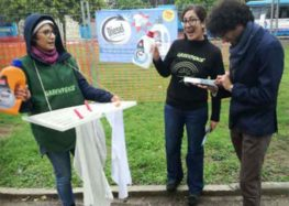 """Lecce, flash mob di Greenpeace: """"Fermiamo i veicoli diesel sulle nostre strade"""""""