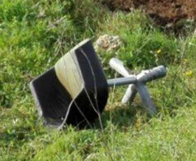 Si ribalta con l'auto per evitare una sedia sulla provinciale Martano-Soleto