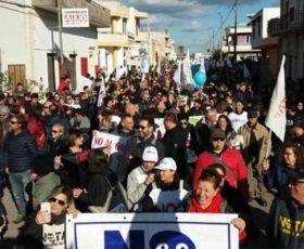 No Tap, cittadini e commercianti contro il gasdotto. In 2mila tra Melendugno e San Foca