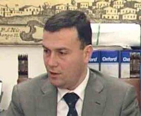 Atto intimidatorio al sindaco di Ugento: esplosi colpi di pistola contro auto