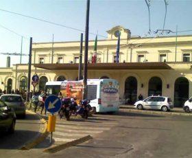 """Lecce, aggressione in stazione per un cartoccio di vino. Congedo: """"Più concretezza su politiche immigratorie"""""""